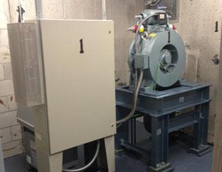 Двигател и асансьорно табло след модернизацията